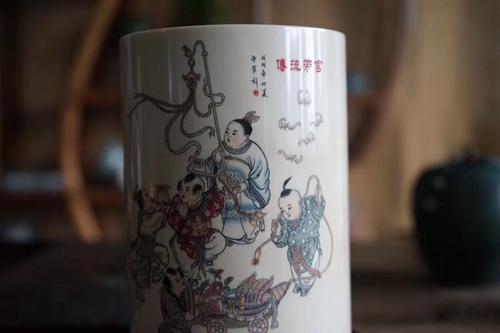 亚博app下载苹果版牙雕大师刘泽军金奖作品——笔筒《管带流传》
